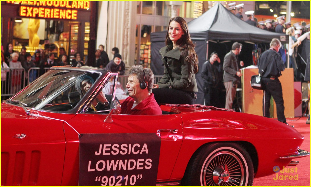 jessica lowndes hollywood christmas parade 09