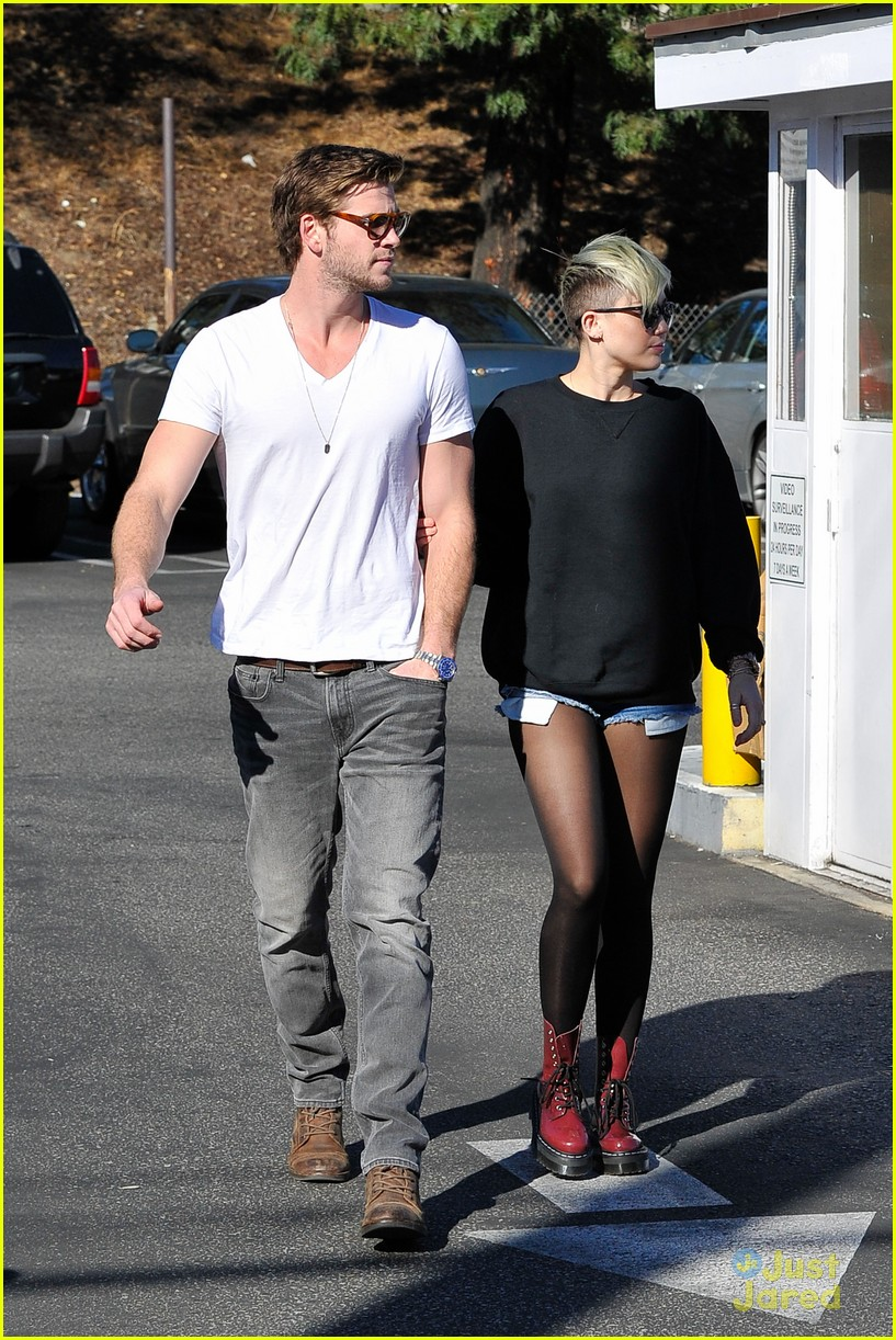 miley cyrus liam hemsworth coffee 03