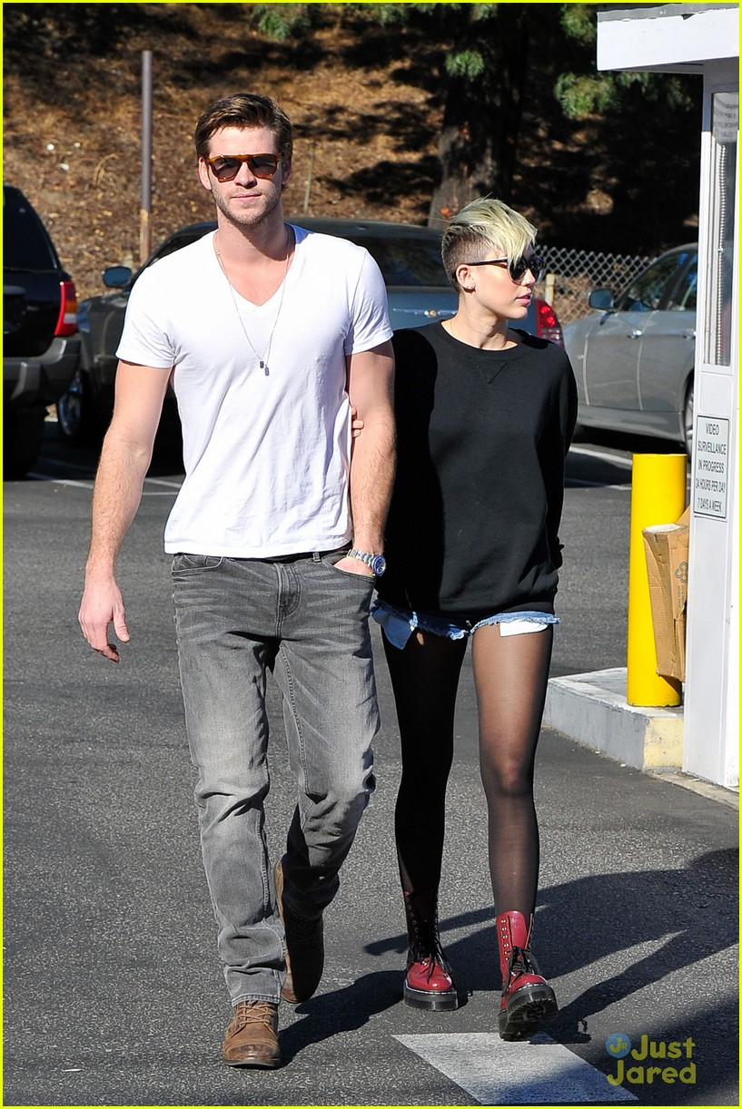 miley cyrus liam hemsworth coffee 09