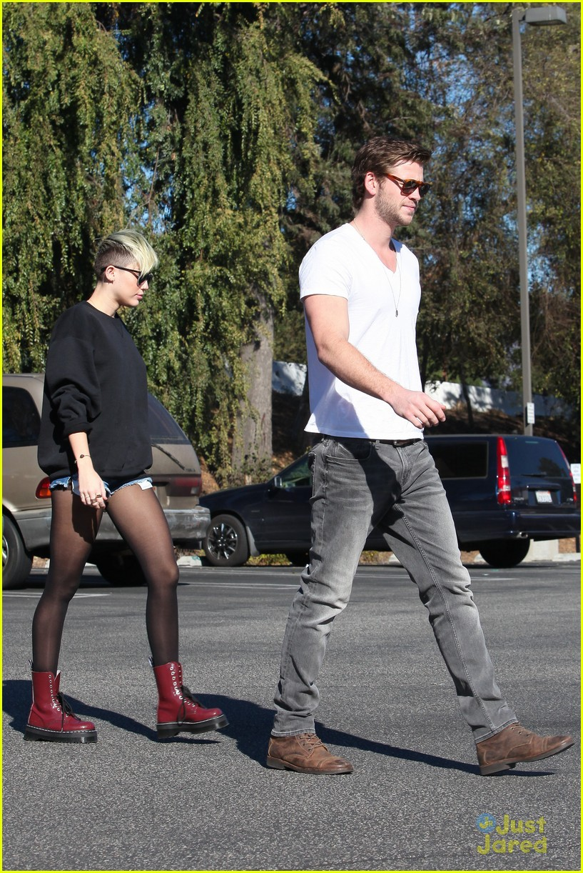 miley cyrus liam hemsworth coffee 18