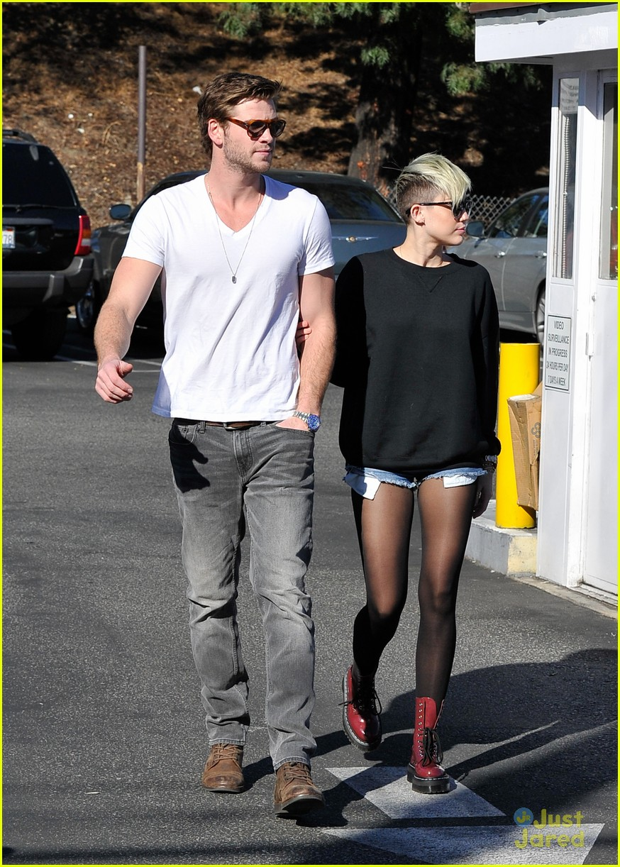 miley cyrus liam hemsworth coffee 25