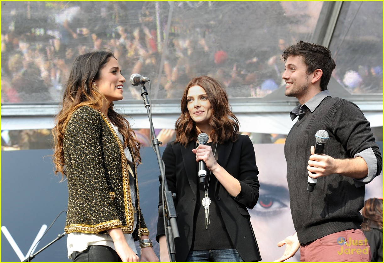 ashley greene nikki reed twilight fan camp concert 25