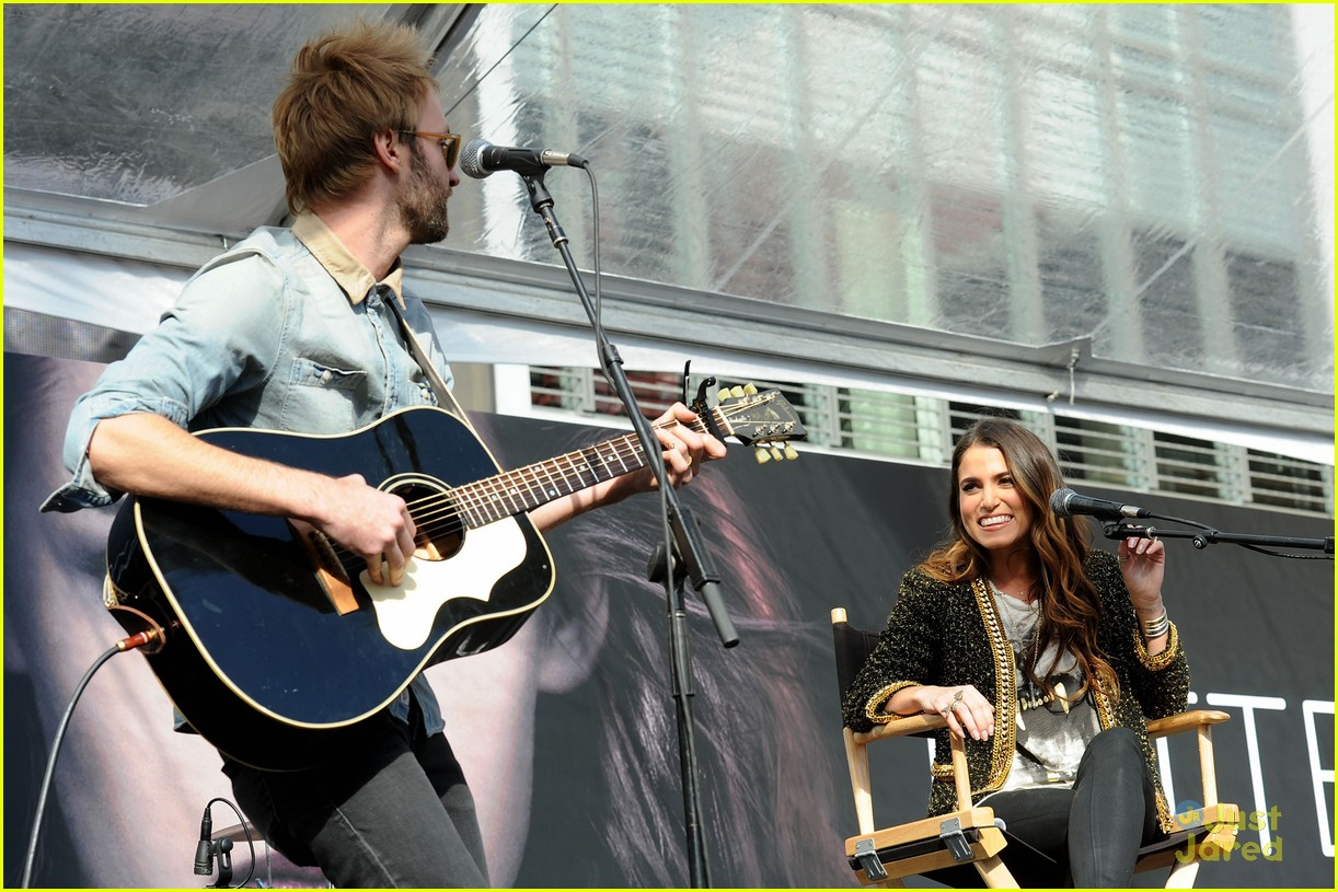 ashley greene nikki reed twilight fan camp concert 29