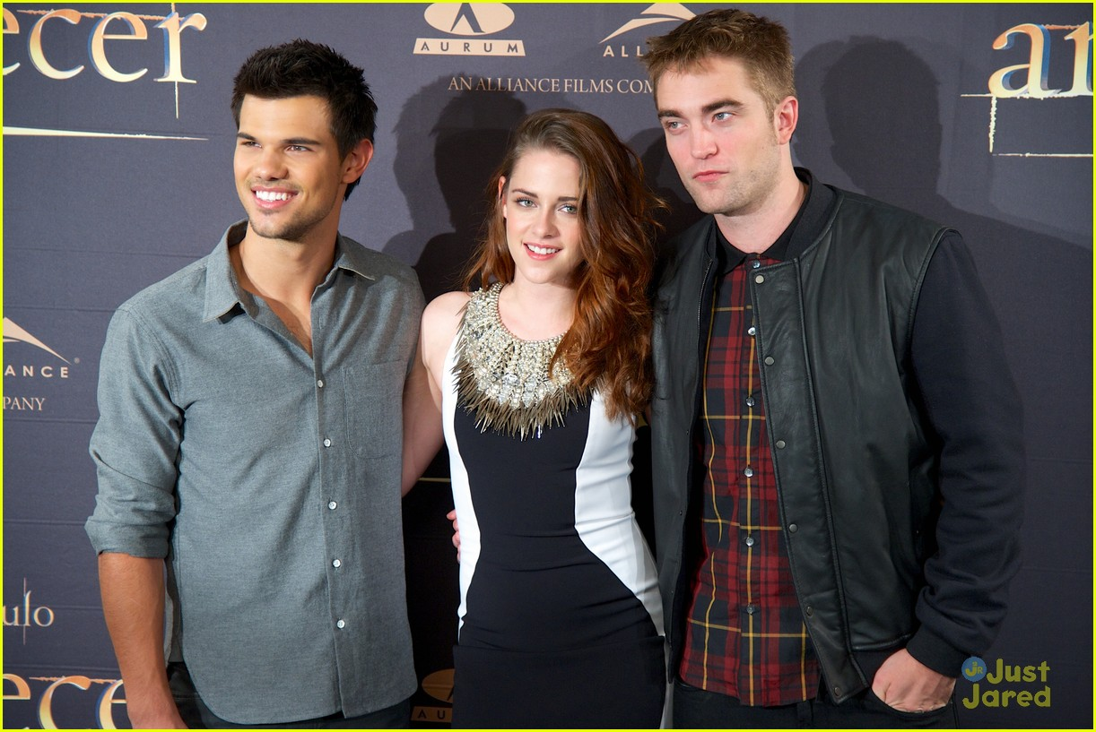 kristen stewart robert pattinson breaking dawn madrid photo call 09