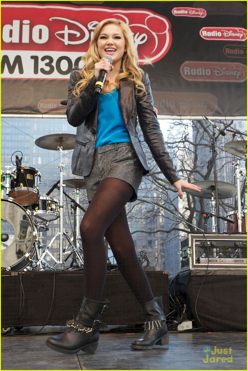 olivia holt ross lynch mag mile chicago 02