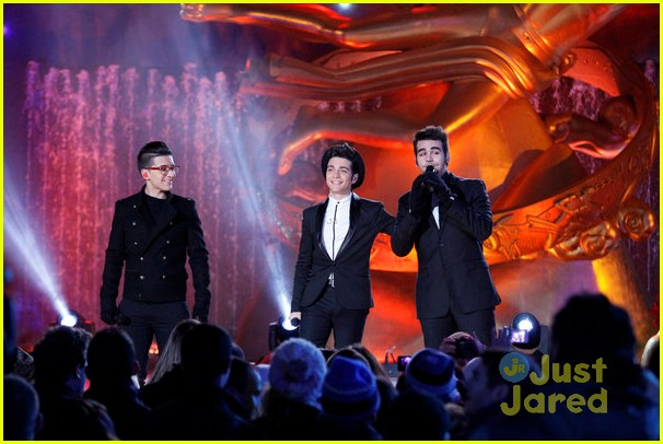 scotty mccreery il volo tree lighting 01
