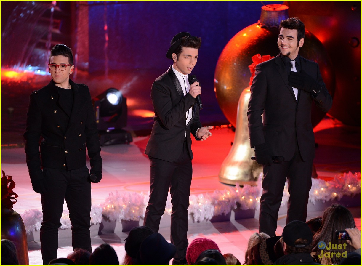 scotty mccreery il volo tree lighting 09