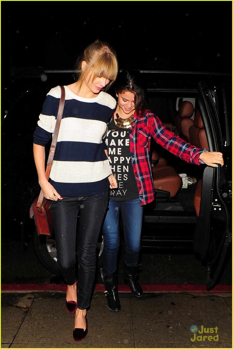 selena gomez taylor swift saturday night dinner duo 09