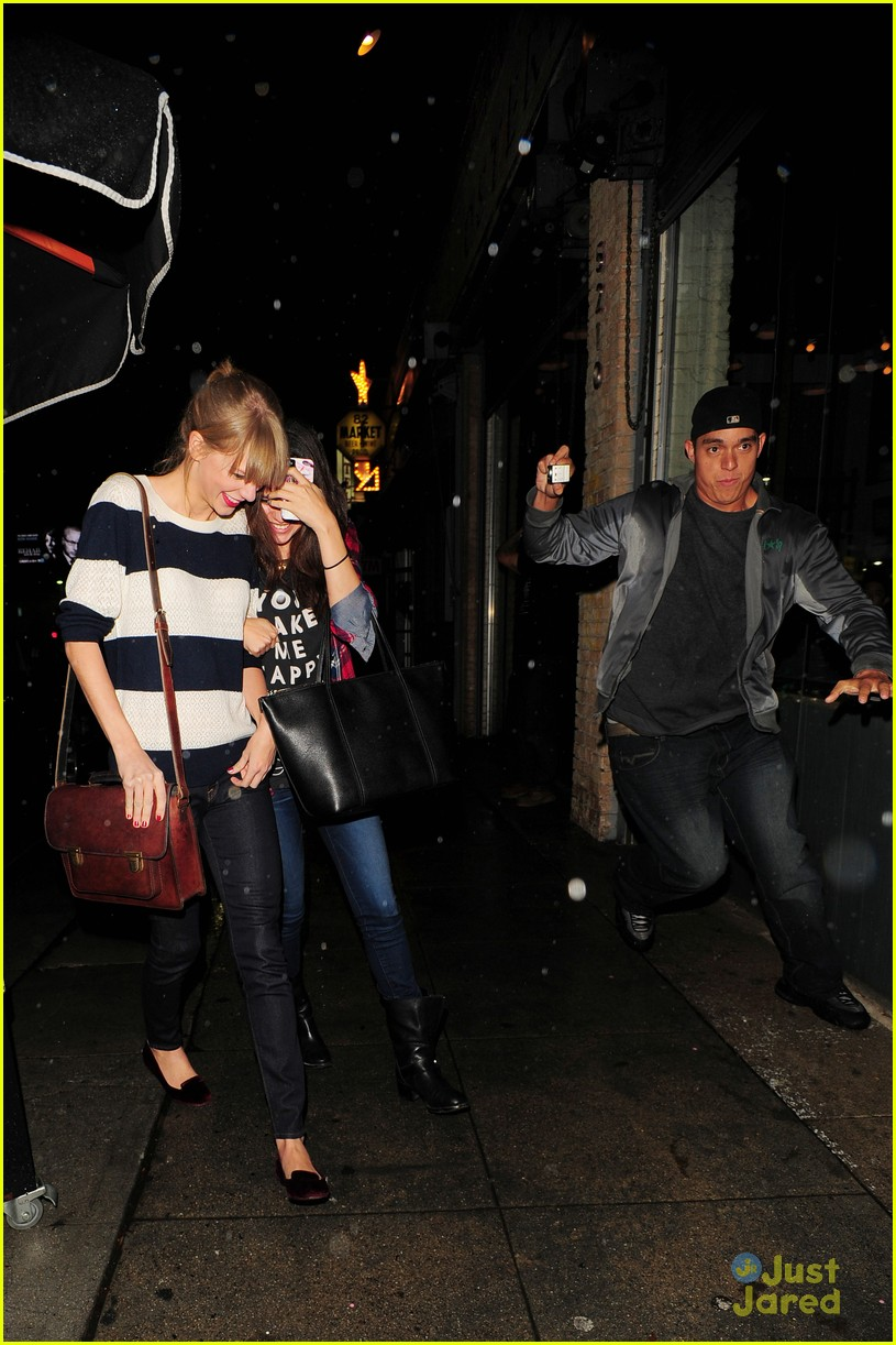 selena gomez taylor swift saturday night dinner duo 13