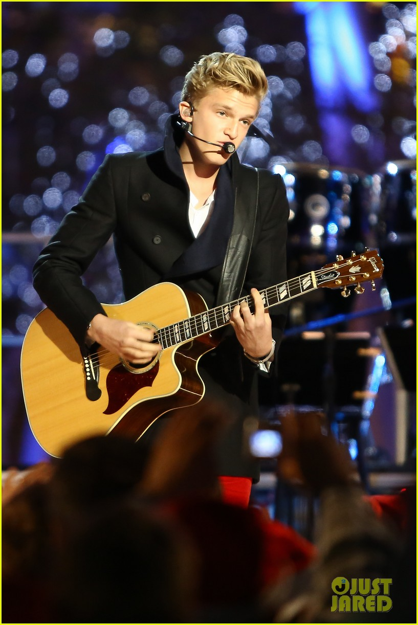 cody simpson la live tree lighting 03
