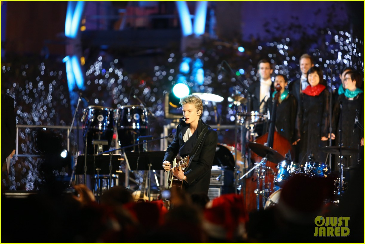 cody simpson la live tree lighting 08