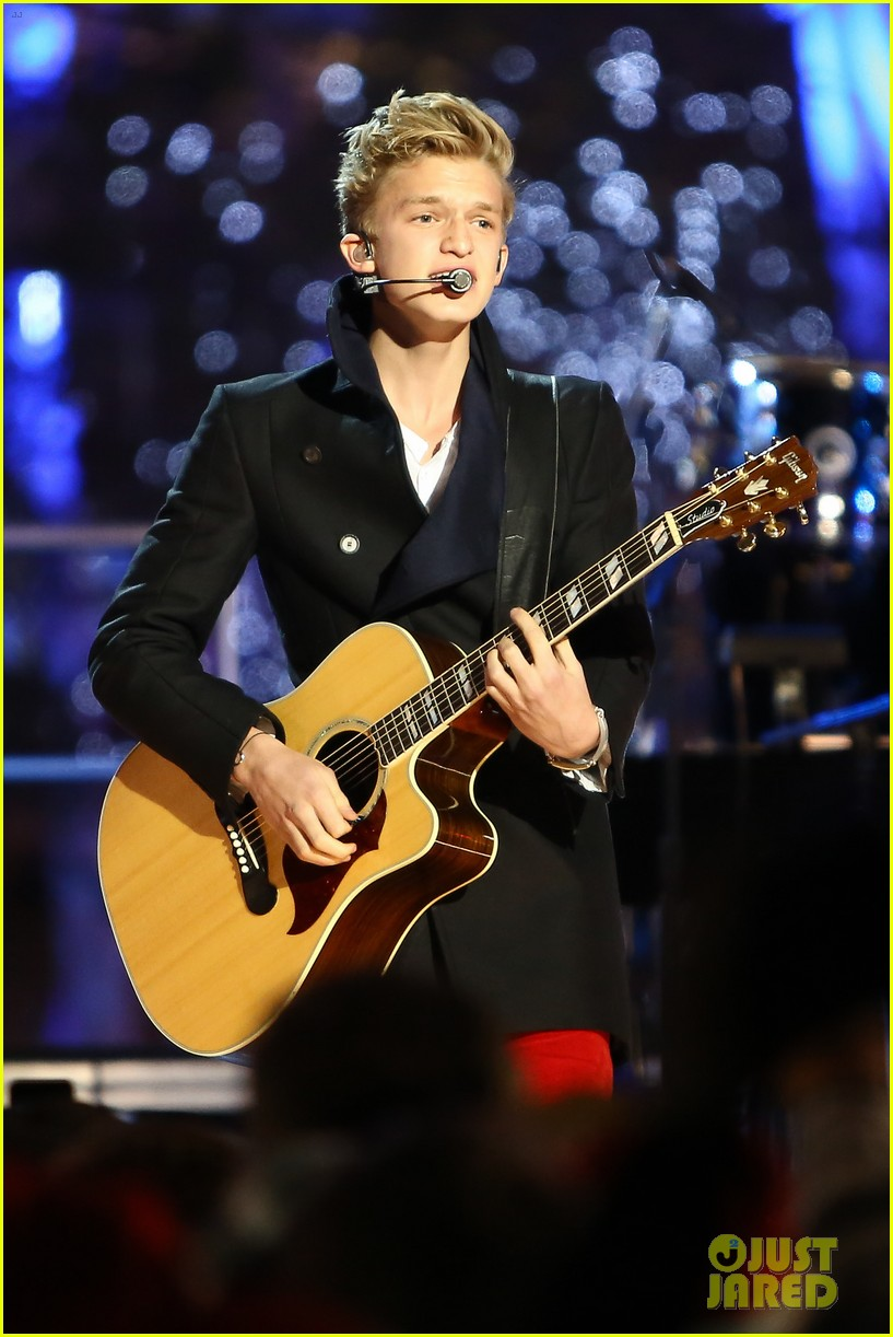 cody simpson la live tree lighting 13