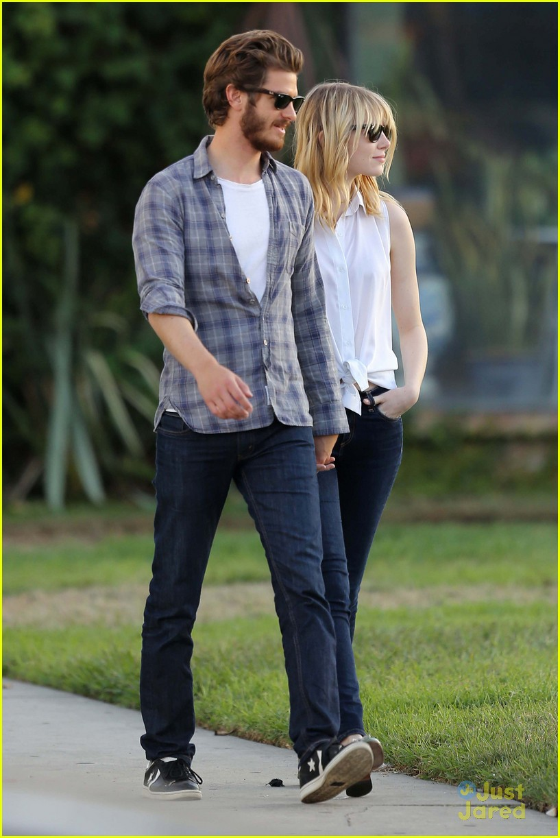 emma stone andrew garfield cemetery tour 17