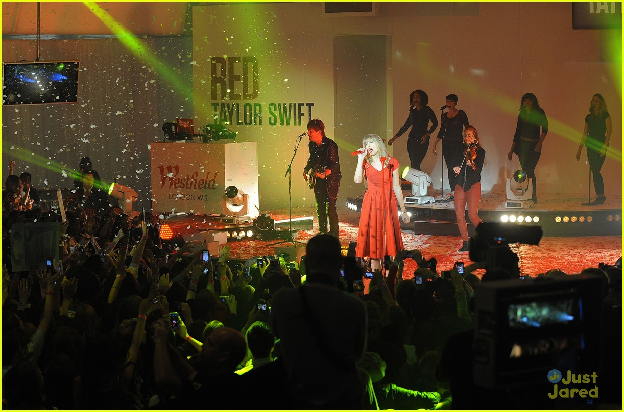 taylor swift westfield lights london 04