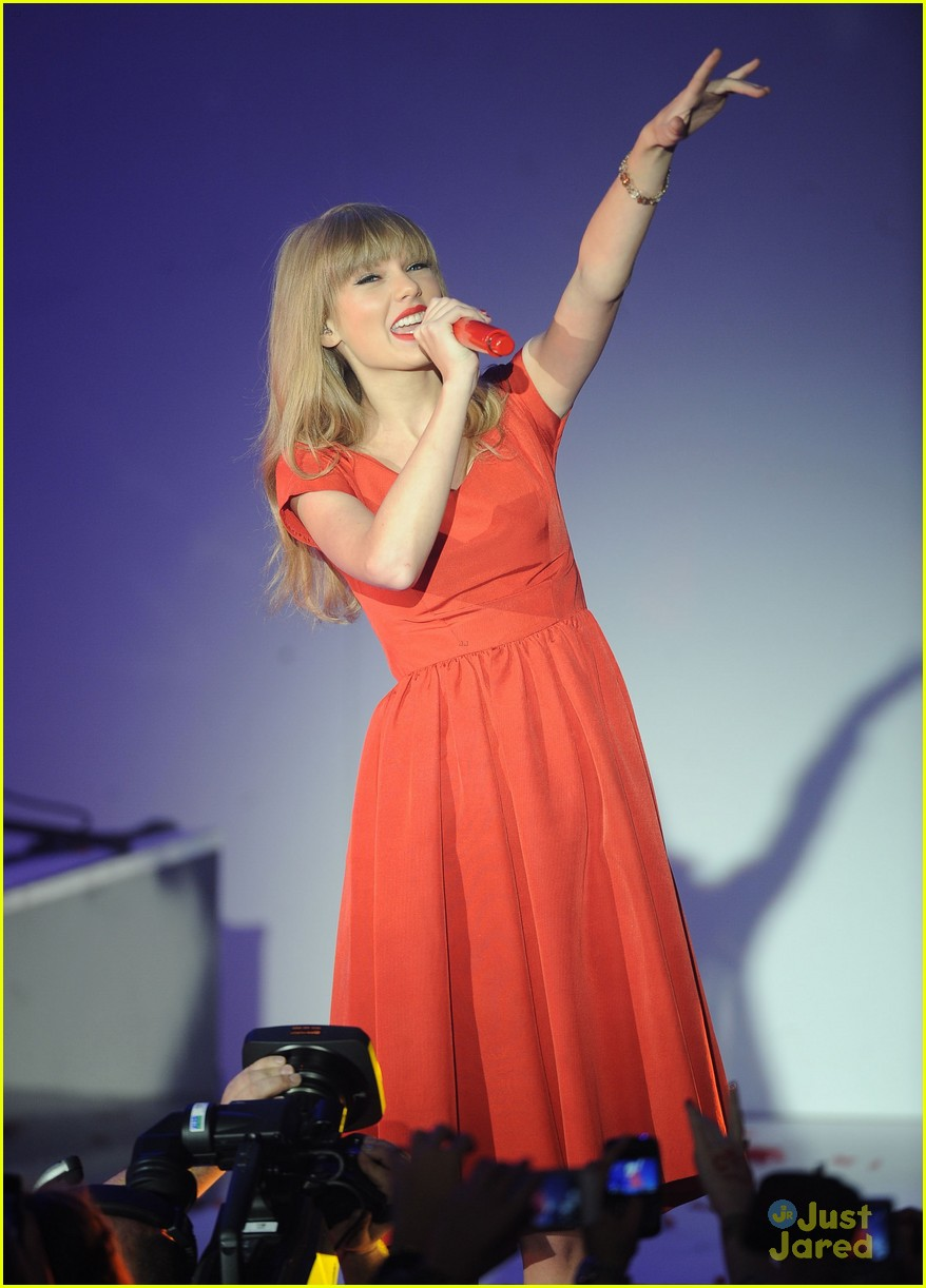 taylor swift westfield lights london 10