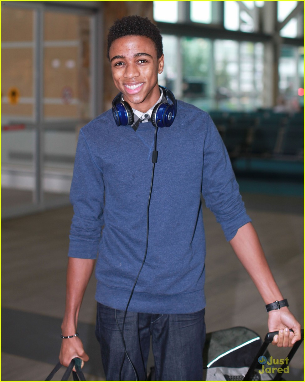 swindle cast vancouver airport 06