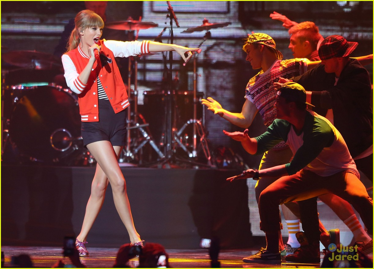 taylor swift aria performance pics 02