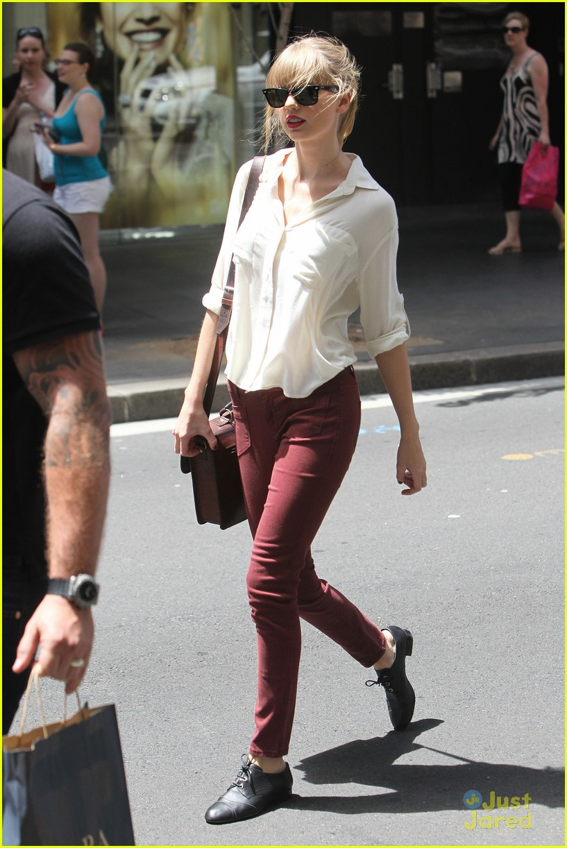 taylor swift sydney shopping spree 01