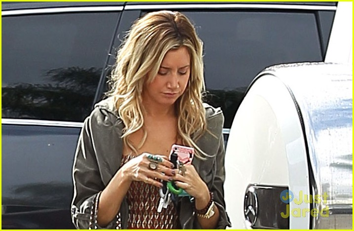 ashley tisdale leopard studs 04