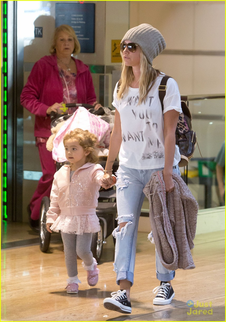 ashley tisdale lax mikayla hold hands 02