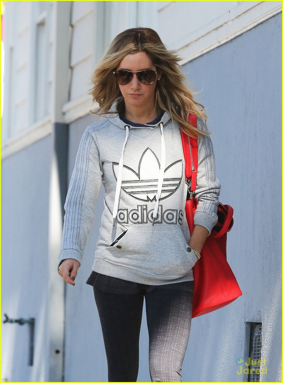 ashley tisdale voted tuesday 03