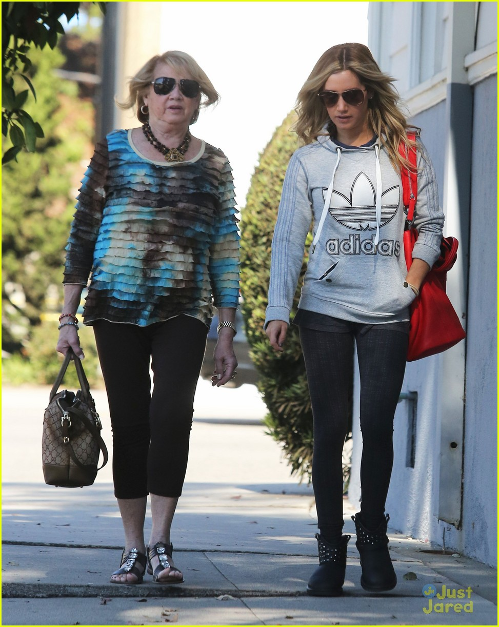 ashley tisdale voted tuesday 08