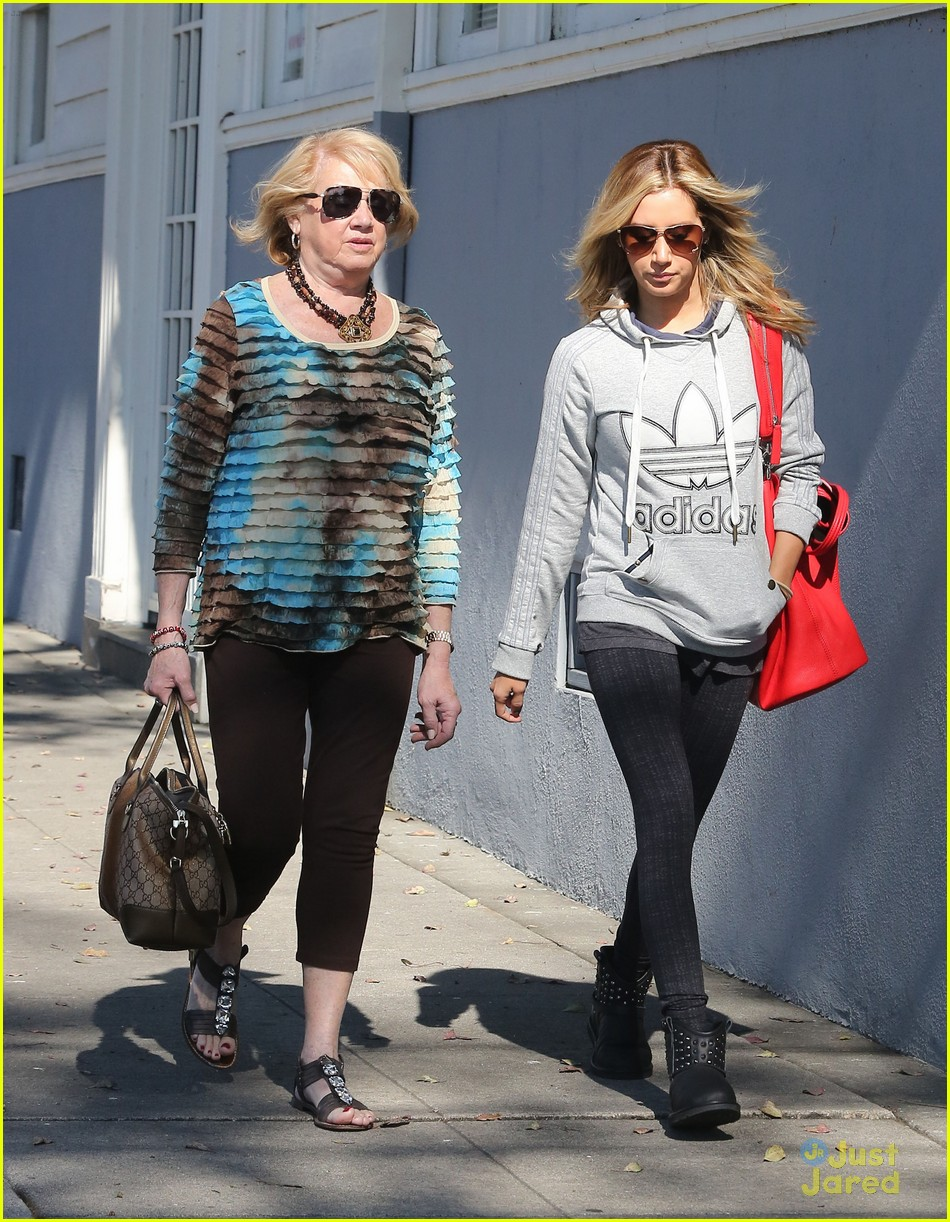 ashley tisdale voted tuesday 15