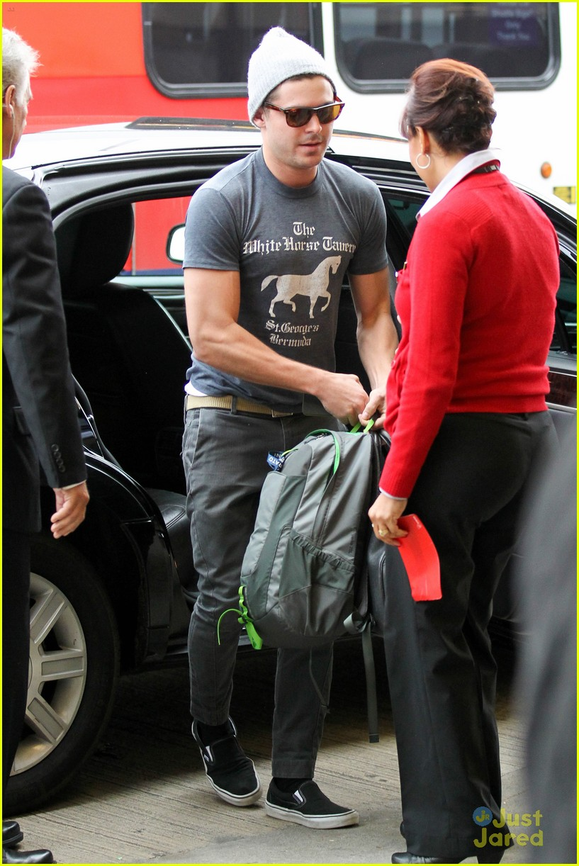 zac efron lax rainy goodbye 15