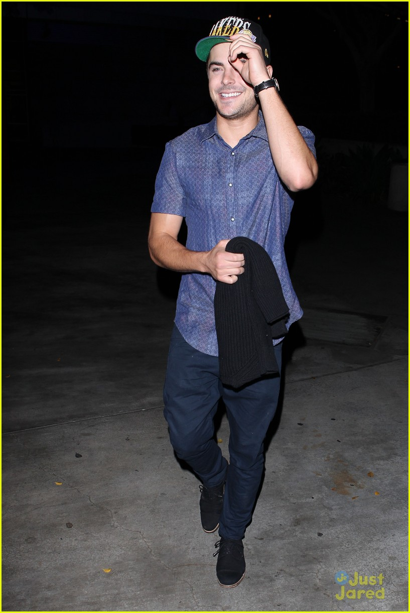 zac efron lakers game staples 06