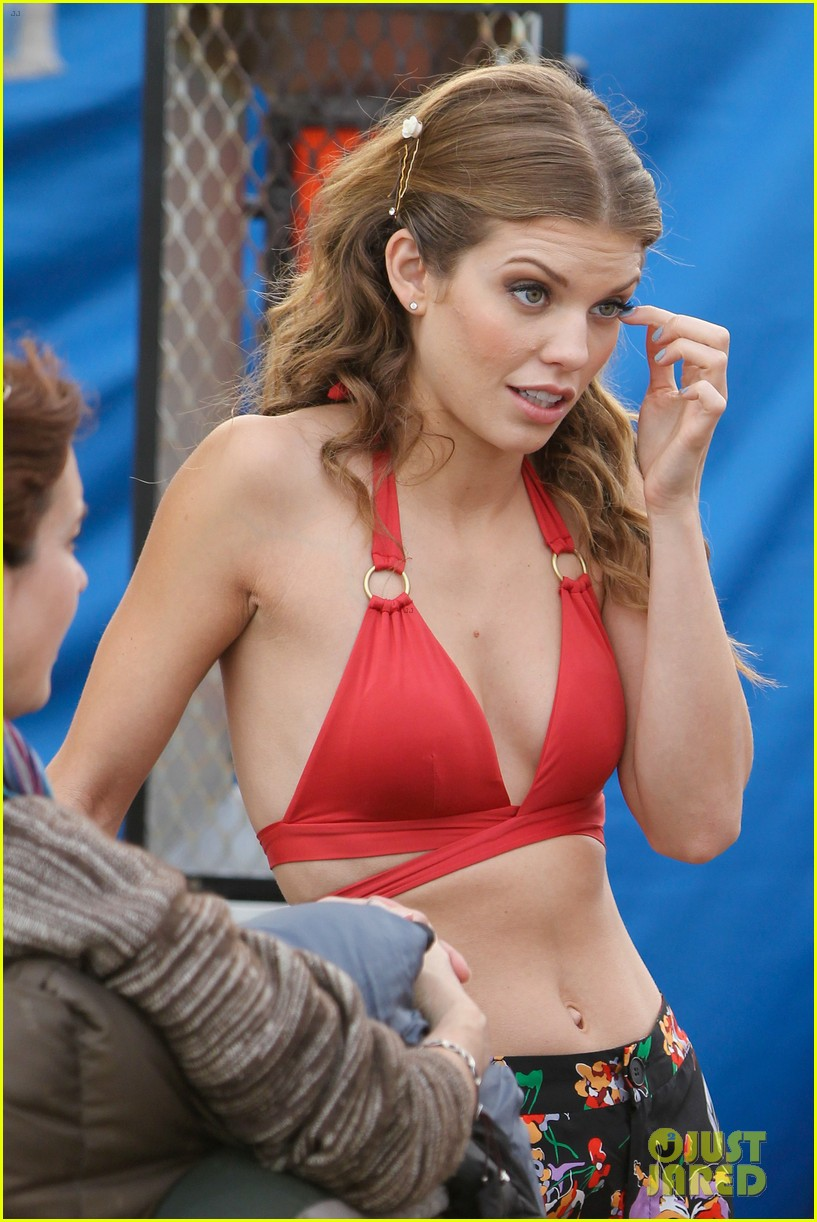 annalynne mccord jessica stroup 90210 bash 05