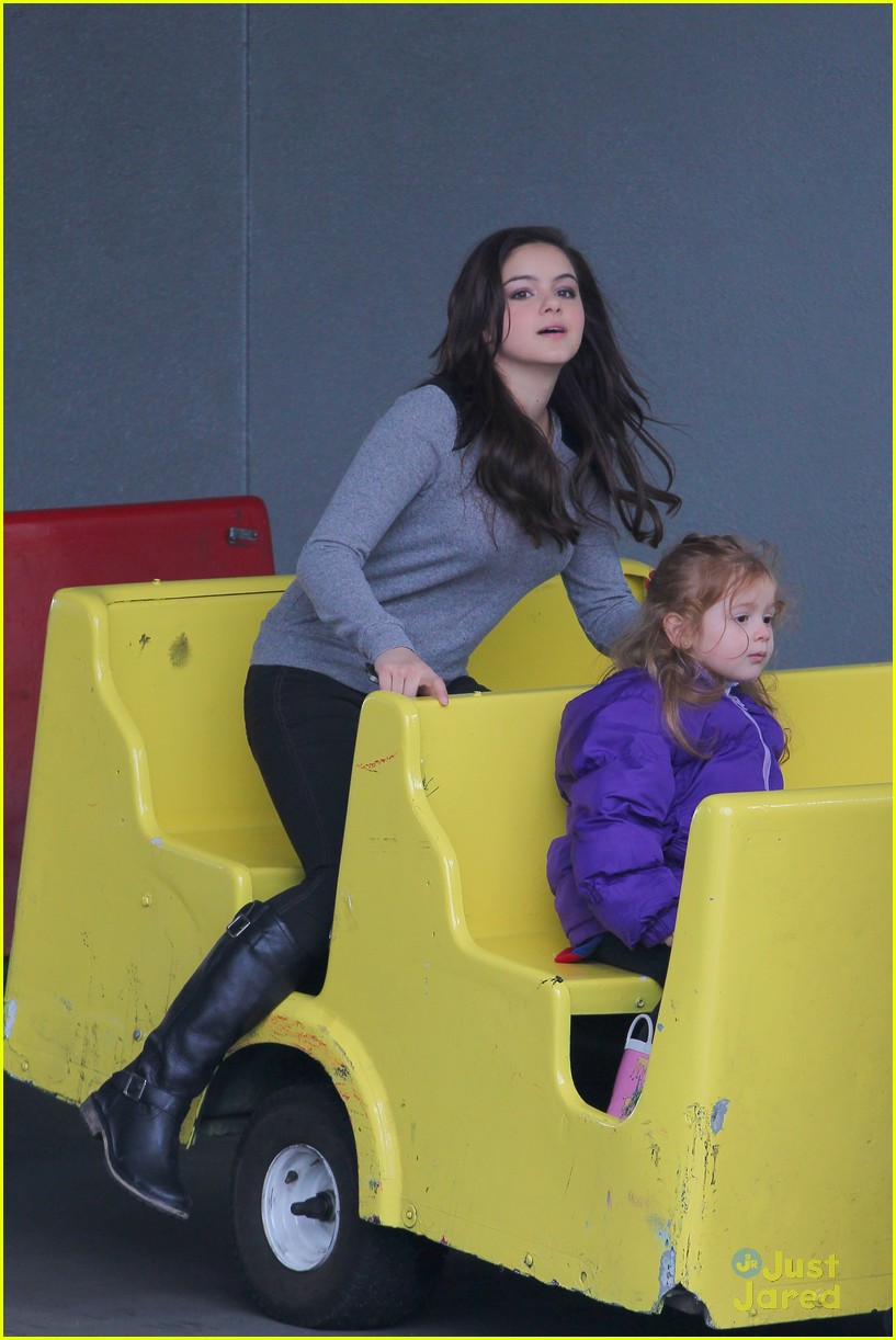 ariel winter santa visit 19