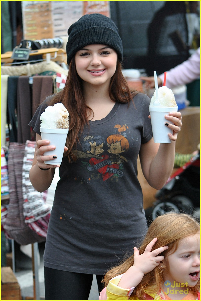 ariel winter sofia christmas parade 15