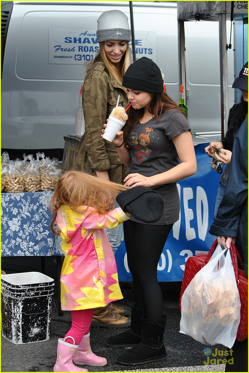 ariel winter sofia christmas parade 17