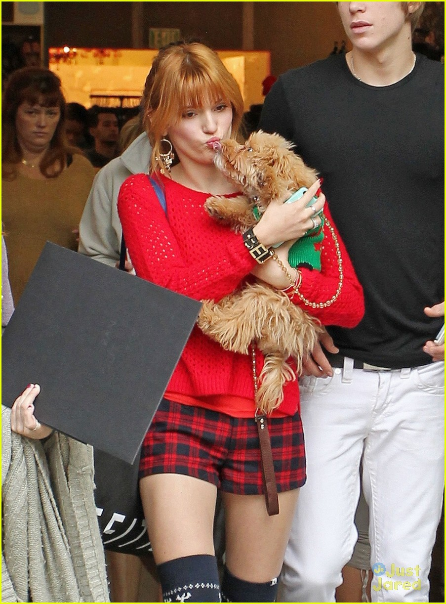 bella thorne ax shopping americana 03