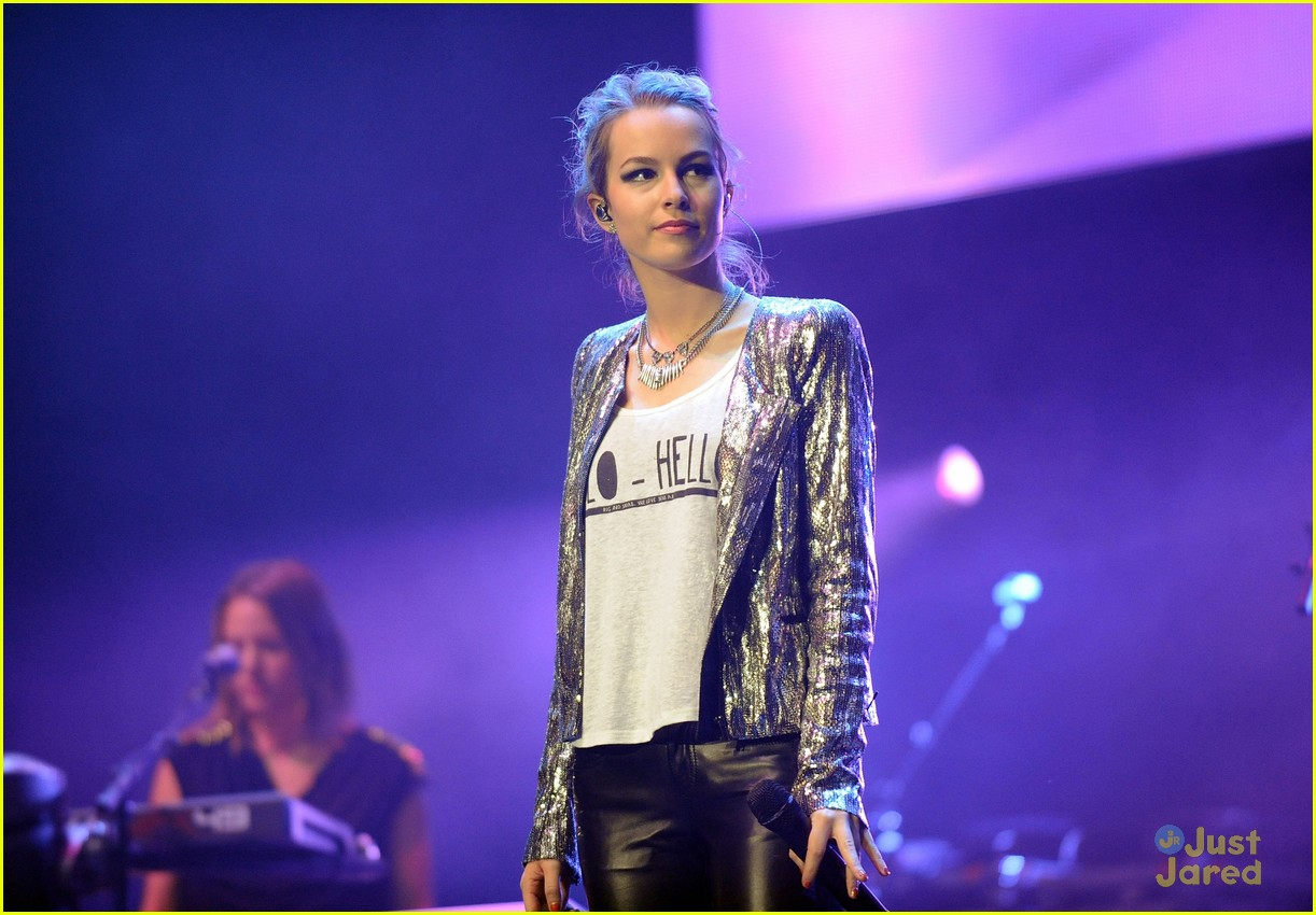 bridgit mendler power 961 jingle ball 26