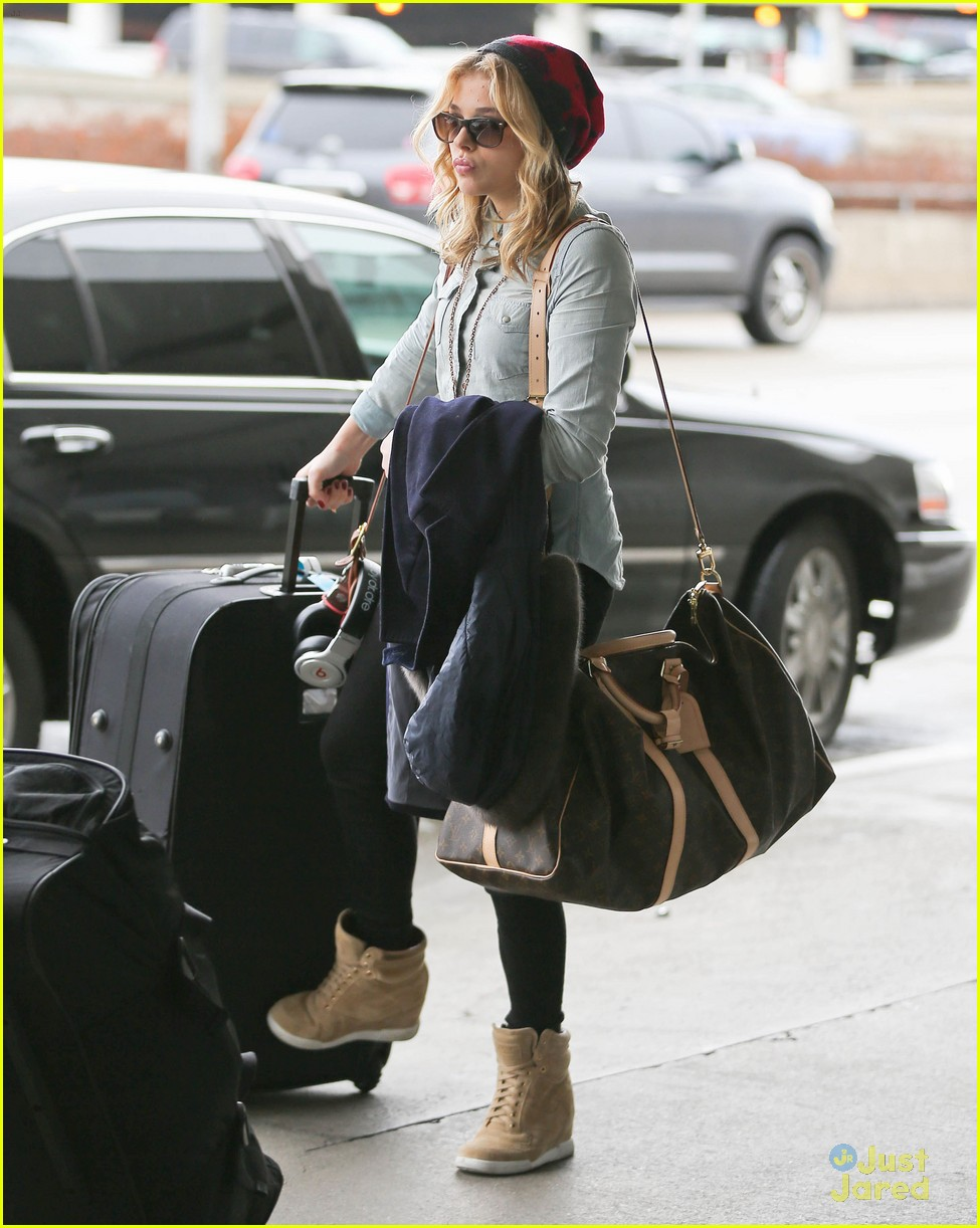 chloe moretz lax arrival 03