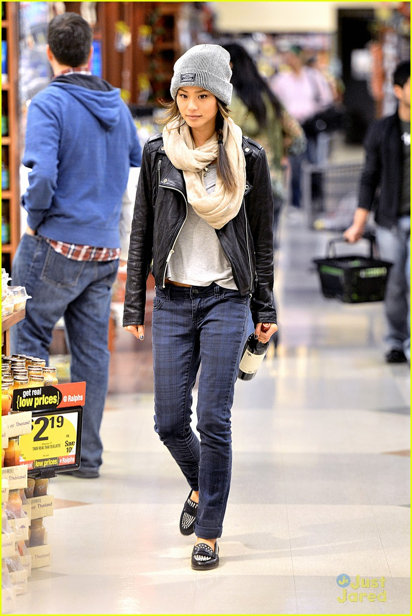 jamie chung ralphs supermarket cake pickup 05