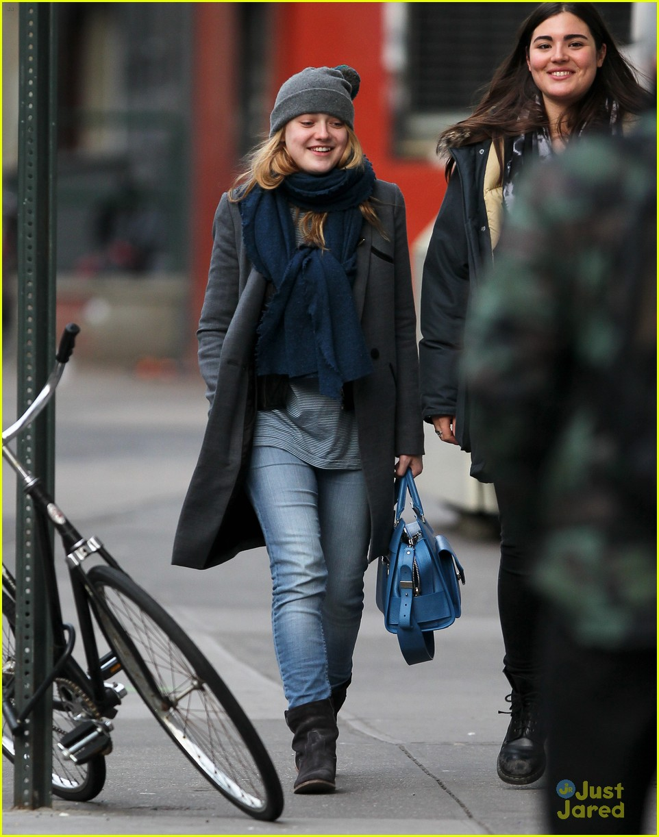 dakota fanning nyc hat 02