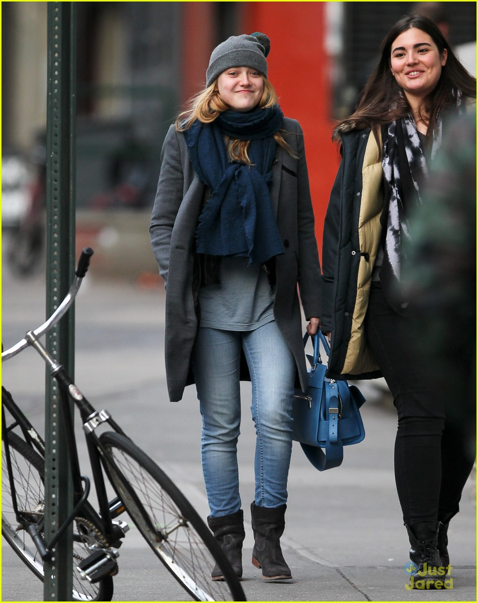 dakota fanning nyc hat 03