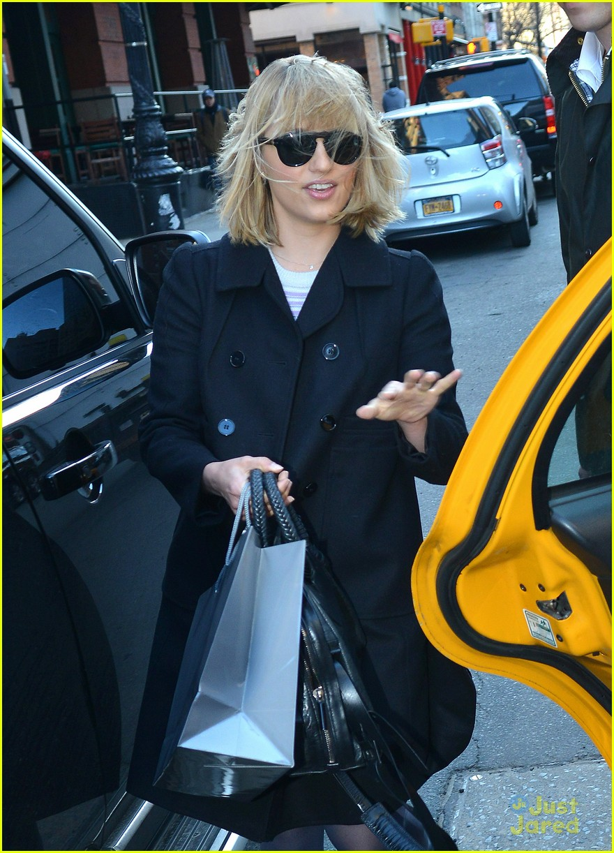 dianna agron wind hair shopping 05