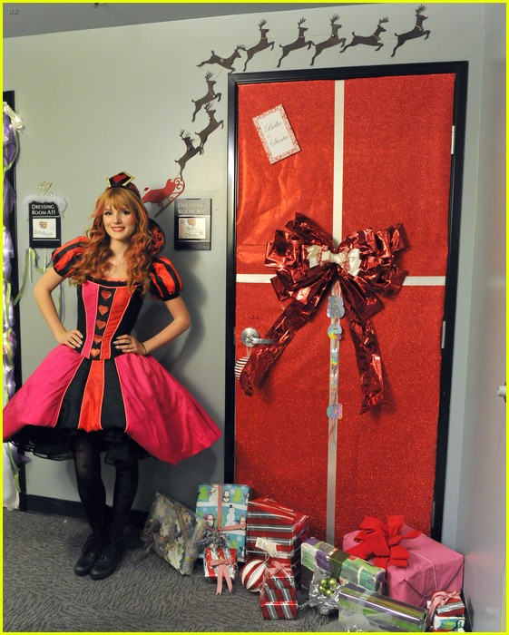 disney channel door decorating 03