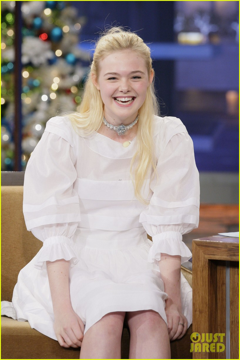 elle fanning tonight show appearance 03