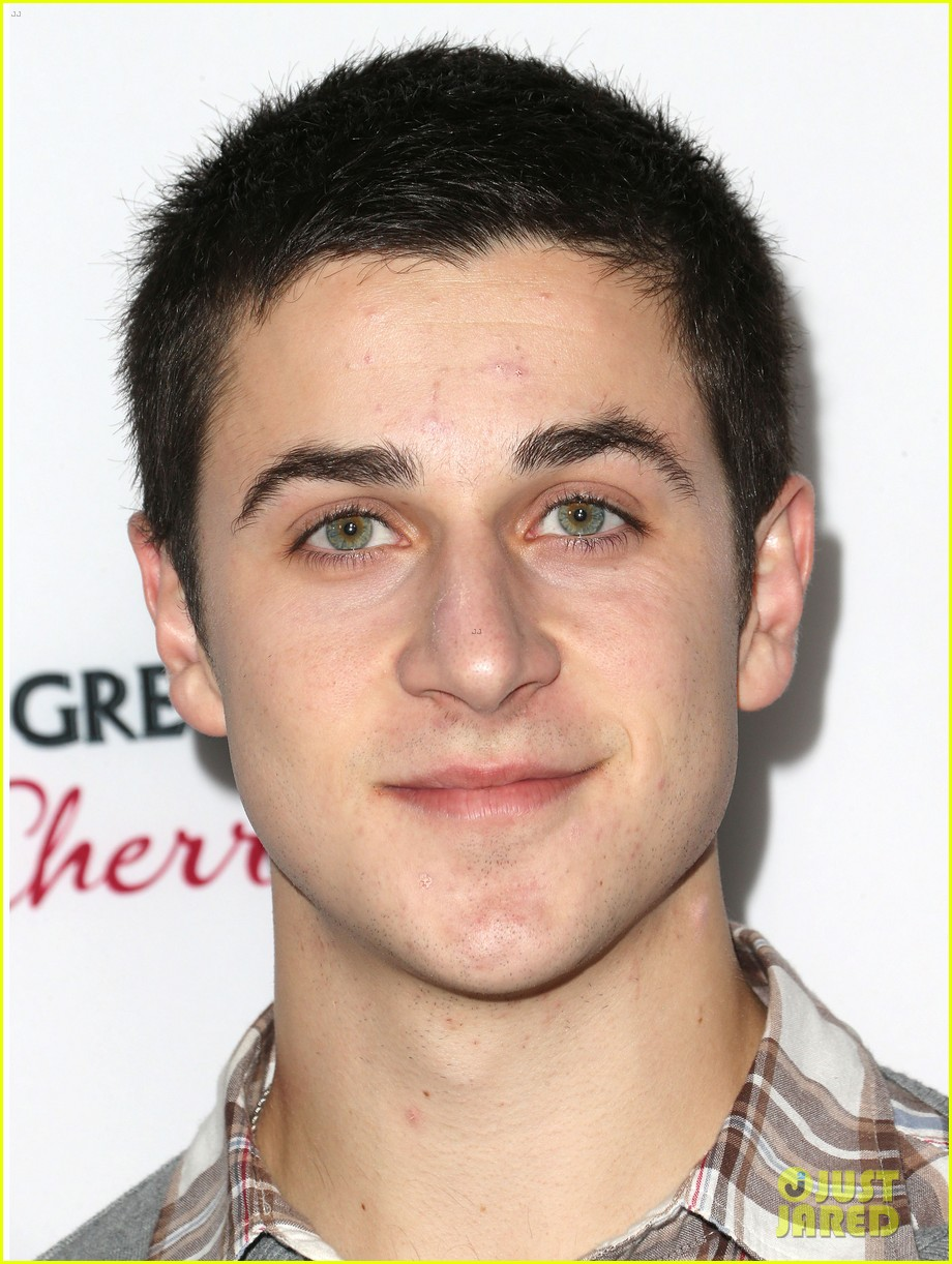 david henrie the impossible premiere 03