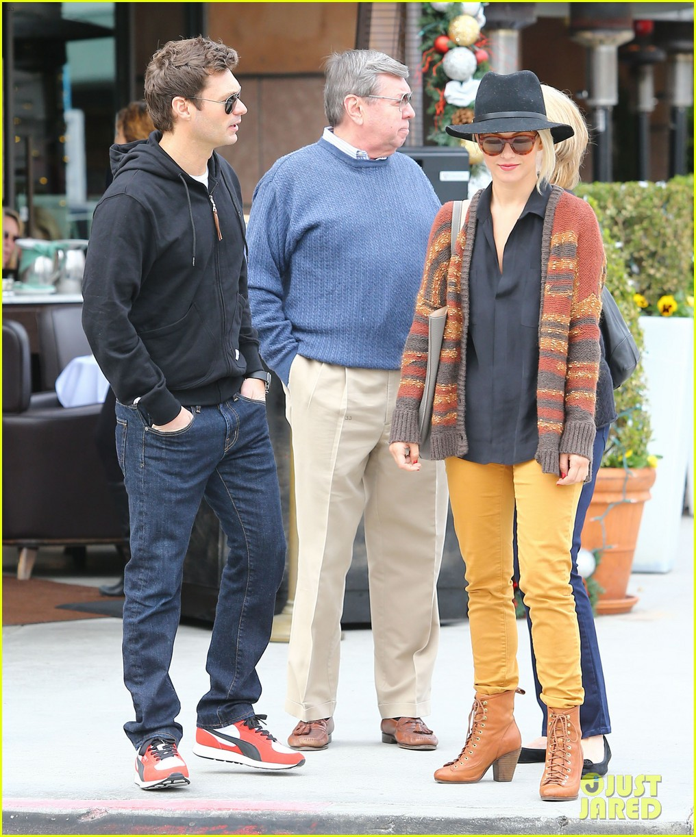 julianne hough ryan seacrest parents 17