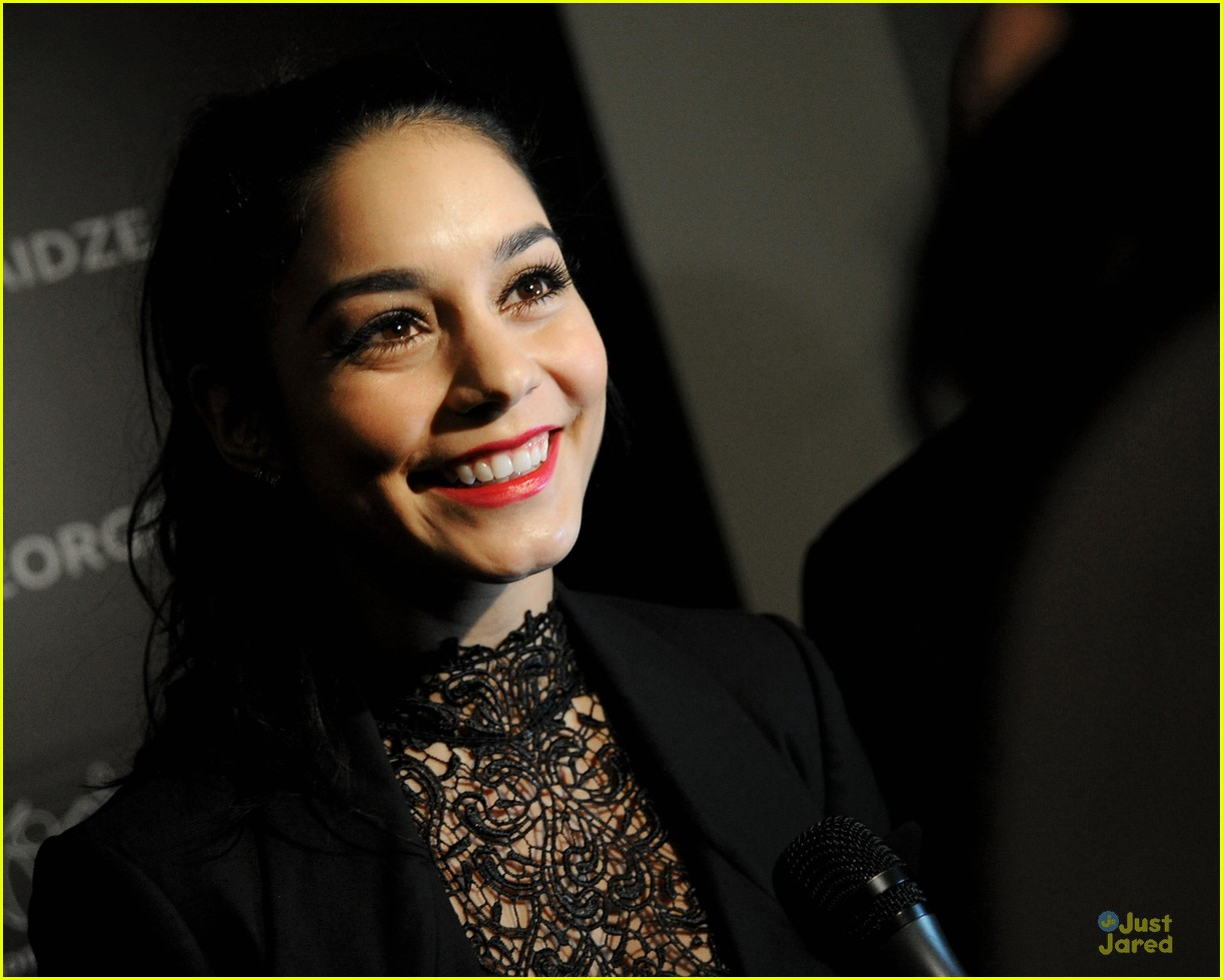 vanessa hudgens charity meets fashion holiday celebration 07