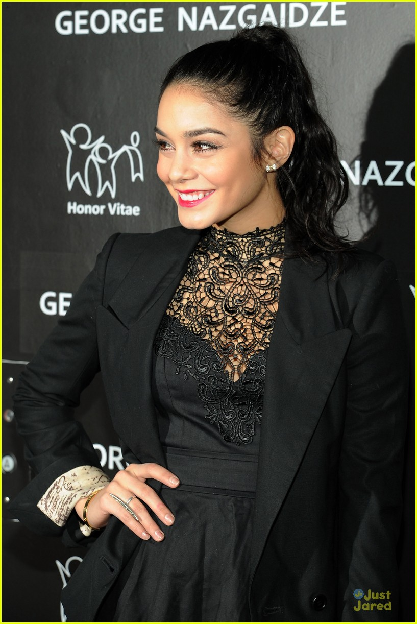 vanessa hudgens charity meets fashion holiday celebration 13