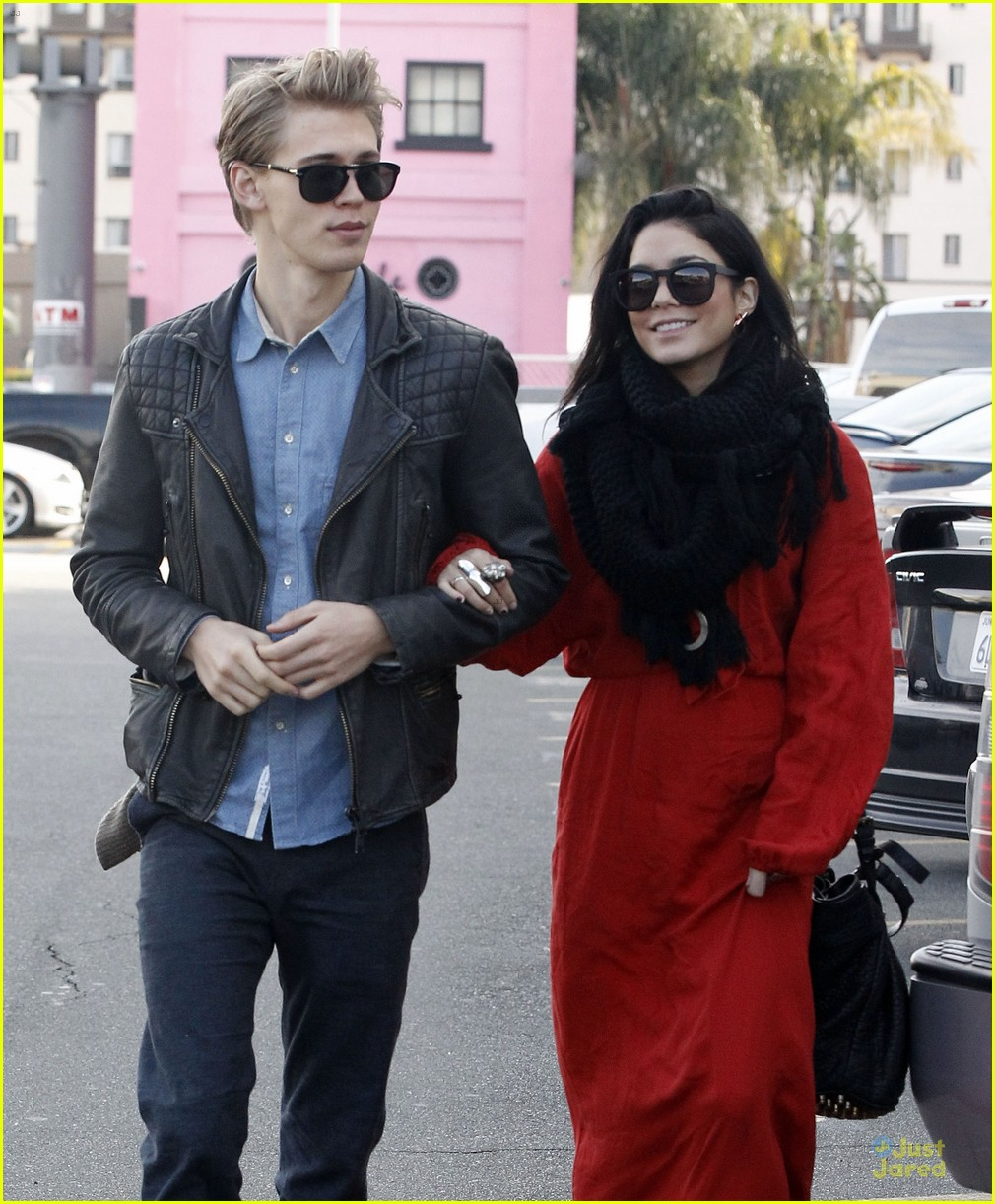 vanessa hudgens & austin butler church going couple 06