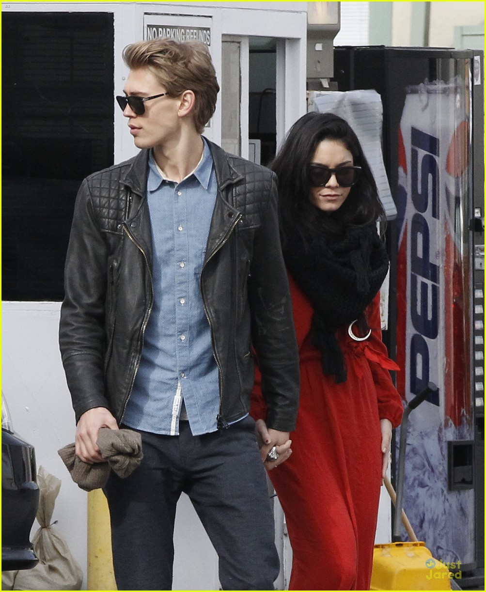 vanessa hudgens & austin butler church going couple 08