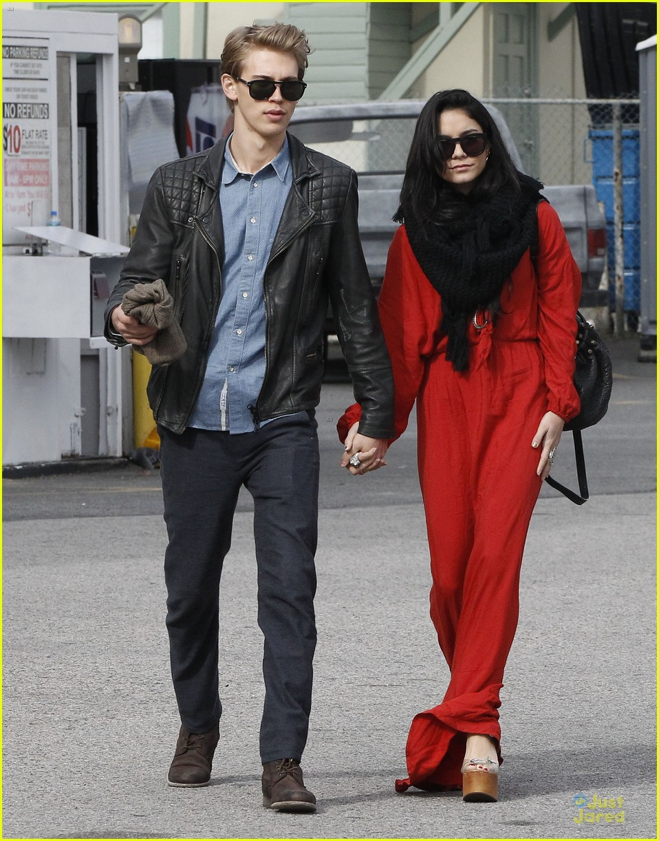 vanessa hudgens & austin butler church going couple 13