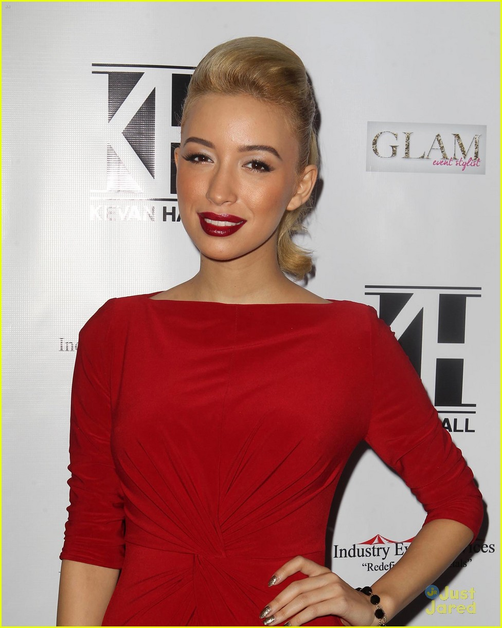 jackie emerson christian serratos kevan hall 07
